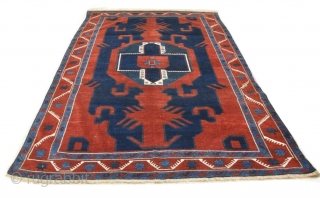 Beautiful, large and rare Caucasian dragon rug from the village of Gymyl (Kuba district) Very good condition: not a trace of repairs (old or new), no damages, nor synthetic dyes   267x180cm
