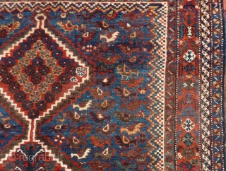 """Qashqai small rug, 155  x 115 cm., 5'1"""" x 3'9"""". Very good, complete condition and good pile. A bit lower pile at two places, see last three picts. Supple handle and  ..."""