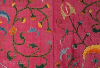 Uzbek Silk Suzani 171 x 230 cm / 5'7'' x 7'6''