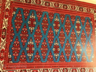 Books on oriental carpets in Arabic, lots of illustration and pictures. In II- volumes