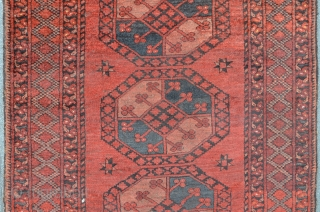 Ersari, 210 x 127 cm, good condition with meaty floor, rare composition with 4 Gulli guls