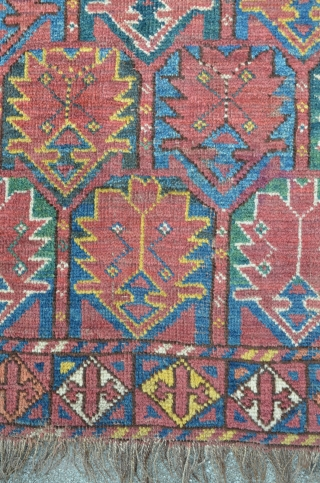 Beshir 160 x 336 cm, four places are fixated by the use of a sewing machine.