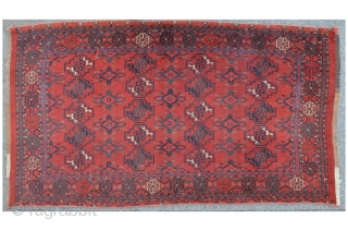 Middle Amu Darya Kisil Ayak / Ersari chuval, 150 x 79 cm, Elem missing. A harmonical composition on deep saturated dark red ground. Soft handling.