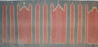 Saf Dhurrie with six arches. Cotton with Indigo. Presumably the red is a madder. Complete condition with original ends. There are a few old repairs visible in the images. nice character, good age. Rajasthan  ...