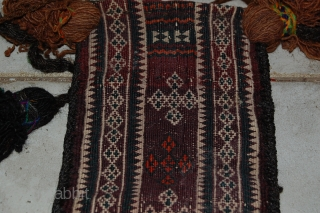 a beautiful salt beg balouch in a very good condition with natural colours. the size is 45 x 25 cm. for more informations, please contact me