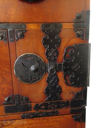 Rare Japanese Keyaki Burl Tansu Taira Clan Mon