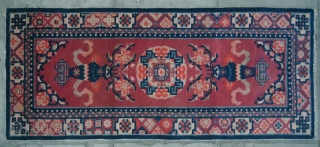 """No.R147 * Chinese Antique  """"Vase"""" Rug-Runner,.Age:19/20th Century.Size:64x156cm(25""""x61"""").Origin: Baotou-Suiyuan.Shape: Rectangle.Background Color: Wood Reds.Good condition and very complete."""