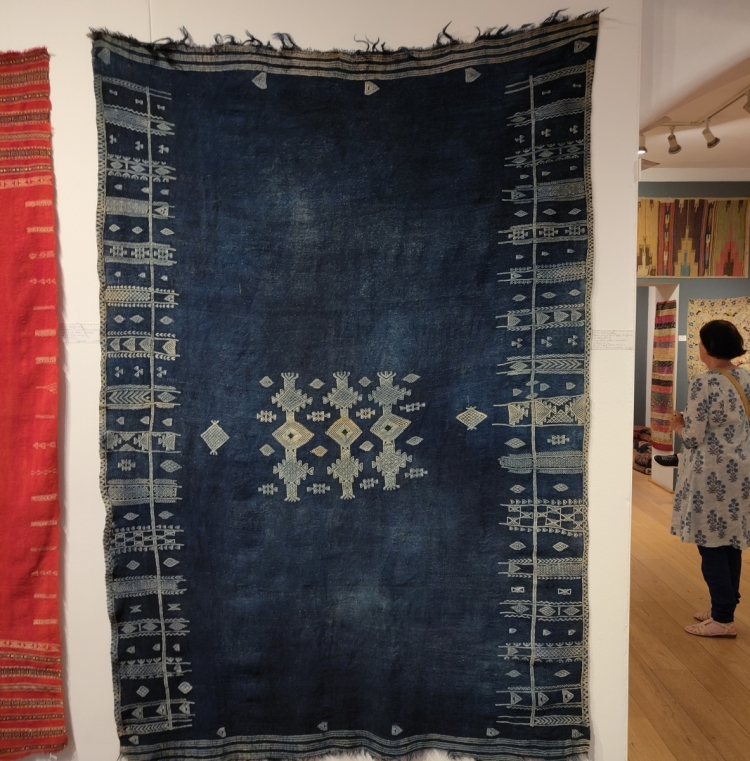 Libyan weaving with Menzel Galerie Nordafrika